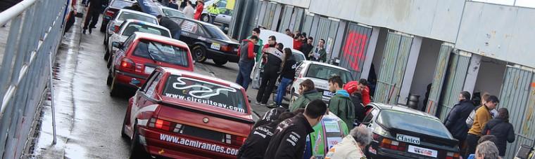 En la calle de boxes, el Alfa que conducía César Martínez.